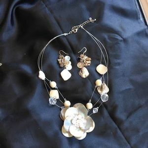Classy Shell necklace and matching earrings set